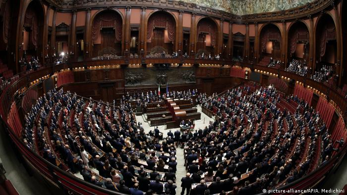 Erste Parlamentssitzung nach Wahlen in Italien (picture-alliance/AP/A. Medichini)