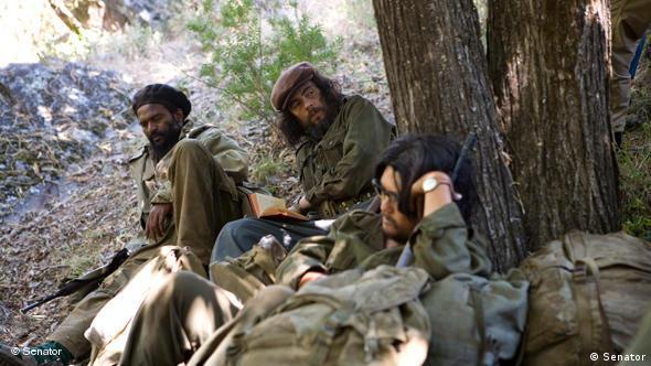 Che und Kompagnion unter Bäumen (Senator Film)