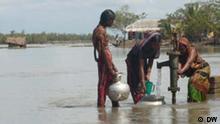 Frauen auf der Suche nach Trinkwasser