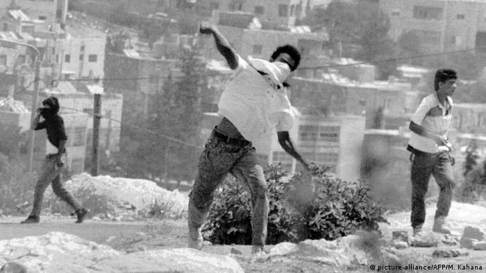 اندلعت الانتفاضة الفلسطينية الأولى في 1987 واستمرت ست سنوات حتى 1993.