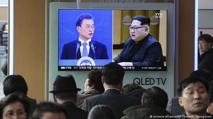 South Korean President Moon Jae-in and North Korean leader Kim Jong Un onseparate TV screens in Seoul Railway station.