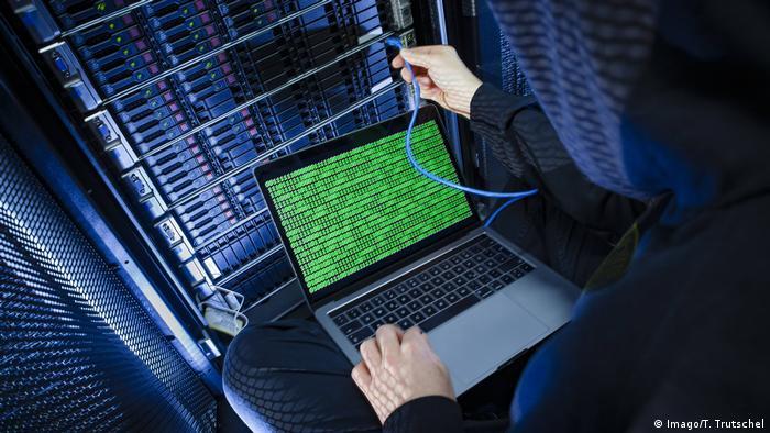 Symbolfoto Hacker Hackerangriff (Imago/T. Trutschel)