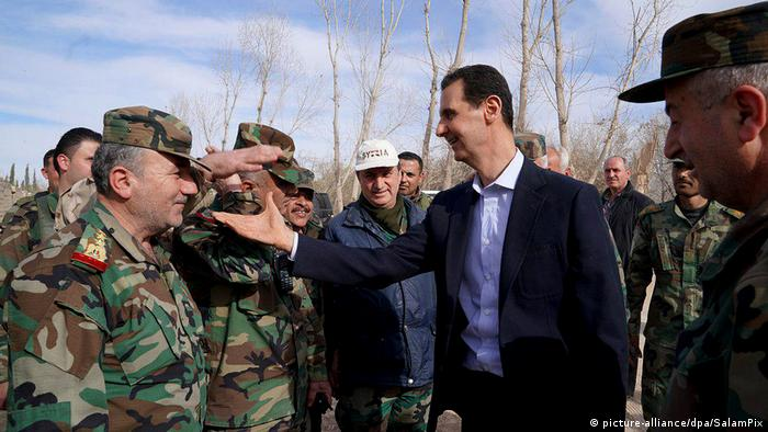 Assad amid troops visiting East Ghouta picture-alliancedpaSalamPix