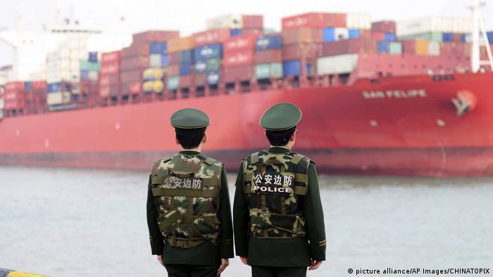 Brod pred kineskim carinicima