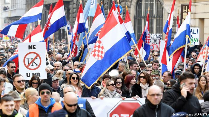 Kroatien Zagreb Demonstration gegen Unterzeichnung der Istanbul Konvention (Getty Images/AFP/STR)