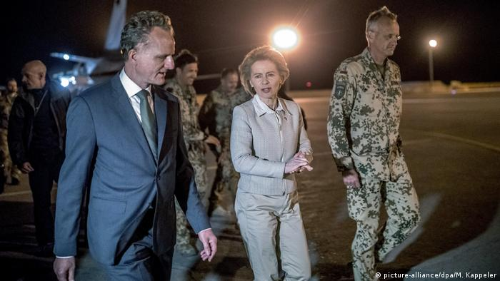 German Defense Minister Ursula von der Leyen in Afghanistan (picture-alliance/dpa/M. Kappeler)