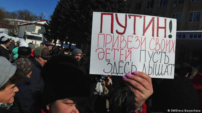 A woman holding up a placard in Volokolams