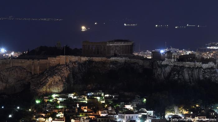Griechenland Earth Hour in Athen (Getty Images/AFP/A. Tzortzinis)