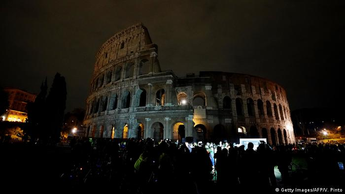 Italien Earth Hour in Rom (Getty Images/AFP/V. Pinto)