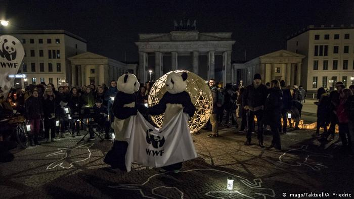 Deutschland Earth Hour in Berlin (Imago/7aktuell/A. Friedric)