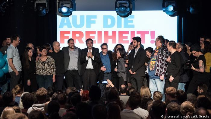 Berlin Deniz Yücel Veranstaltung Auf die Freiheit