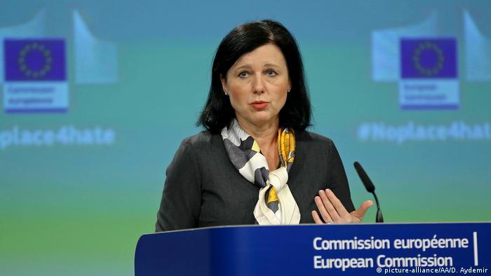 AB Komisyonu üyesi Vera Jourova