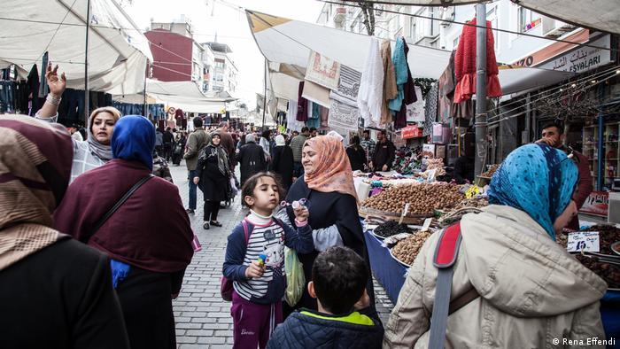 Marktszene im konservativen Istanbuler Stadtviertel Fatih (Rena Effendi)