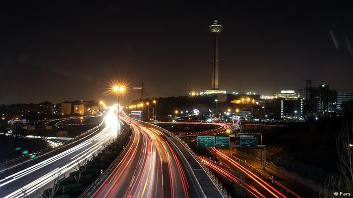 برج میلاد تهران از سال ۱۳۹۰ با خاموش کردن چراغهای خود با جنبش ساعت زمین همراه شد.