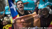 25.03.2018 A pro independence demonstrator holds a poster with of a photo of deposed leader of Catalonia's pro-independence party Carles Puigdemont during a protest in Barcelona, Spain, Sunday, March 25, 2018. Puigdemont was arrested Sunday by German police on an international warrant as he tried to enter the country from Denmark. (AP Photo/Emilio Morenatti) |