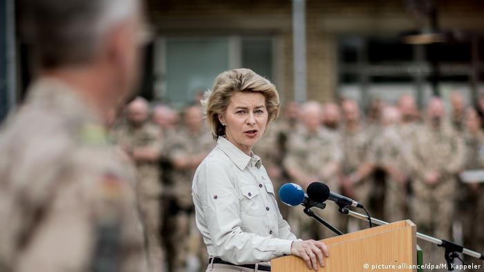 German Defense Minister Ursula von der Leyen (picture-alliance/dpa/M. Kappeler)