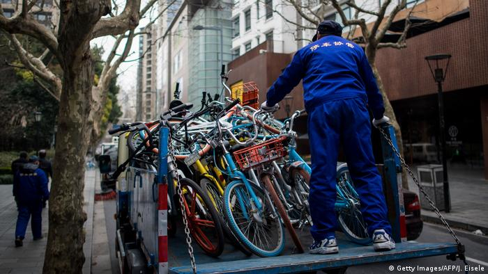 A worker in China stands on a truck with dozens of bicycles. (Getty Images/AFP/J. Eisele)