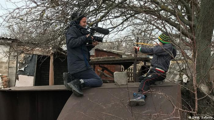 Режисер Сімон Леренг Вільмонт під час зйомок фільму на Донбасі