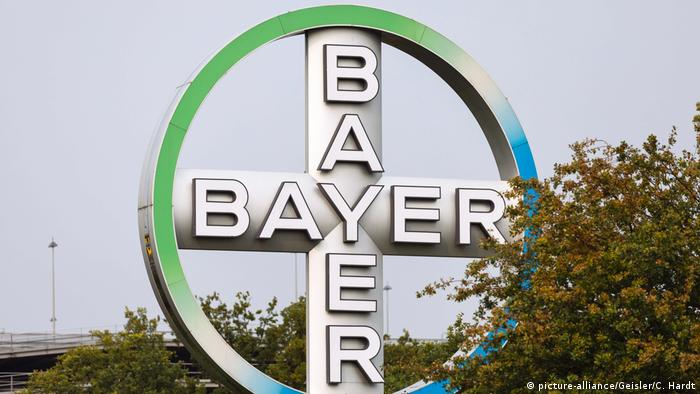 Bayer AG Logo (picture-alliance/Geisler/C. Hardt)