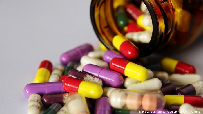 Запрет РФ на импорт лекарств из США: баночка с таблетками