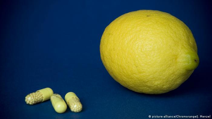 Tabletten und Zitrone