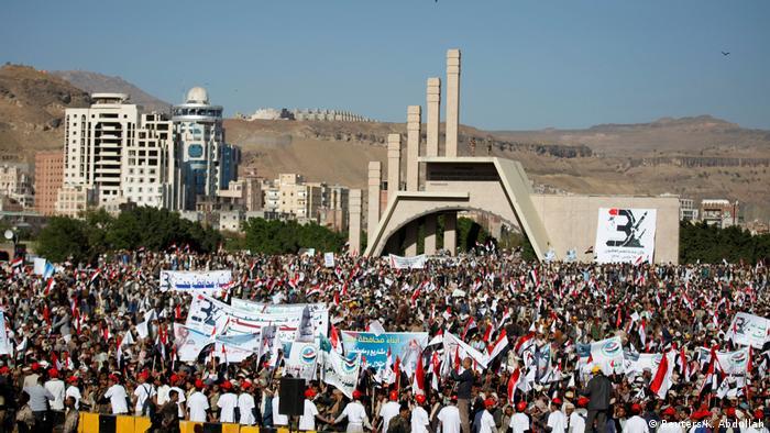 Yemen protesters at Sanaa Sabaeen square (Reuters/K. Abdullah)