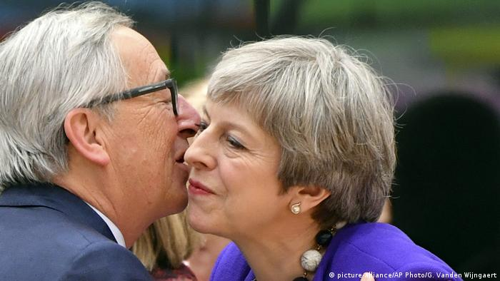 Brexit Juncker und May (picture-alliance/AP Photo/G. Vanden Wijngaert)