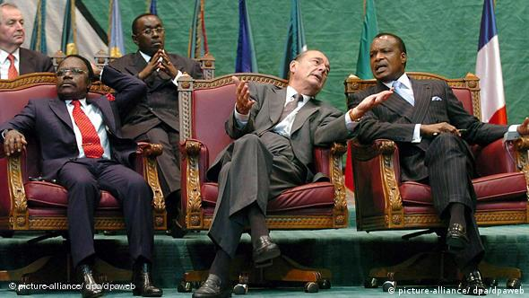 Jacques Chirac mit Omar Bongo und Denis Sassou Nguesso Flash-Galerie