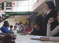 Niños refugiados reciben clases.