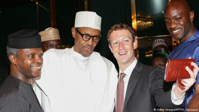 Mark Zuckerberg with Nigerian president Muhammadu Buhari in 2016 (Getty Images/AFP/S. Aghaeze)