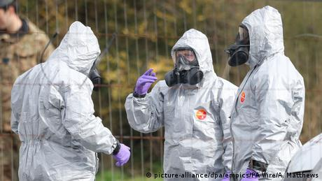 Salisbury soldiers wearing protective clothing (picture-alliance/dpa/empics/PA Wire/A. Matthews)