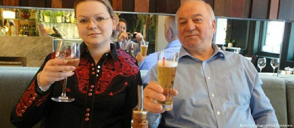 Ataque com veneno Novichok a ax-agente Serguei Skripal e sua filha Yulia, em março deste ano, teve participação de russos, afirma agência de notícias inglesa.