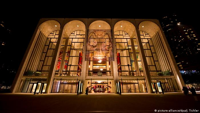 Street view of the MET in New York (picture-alliance/dpa/J. Tichler)