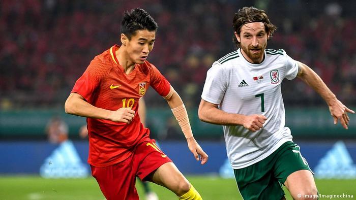 Fußball: 2018 Gree China Cup; Wales vs China, Joe Allen und Wei Shihao
