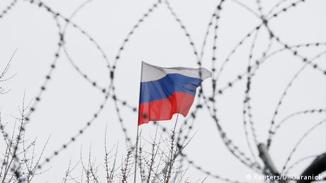 The Russian flag seen through wire (Reuters/G. Garanich)