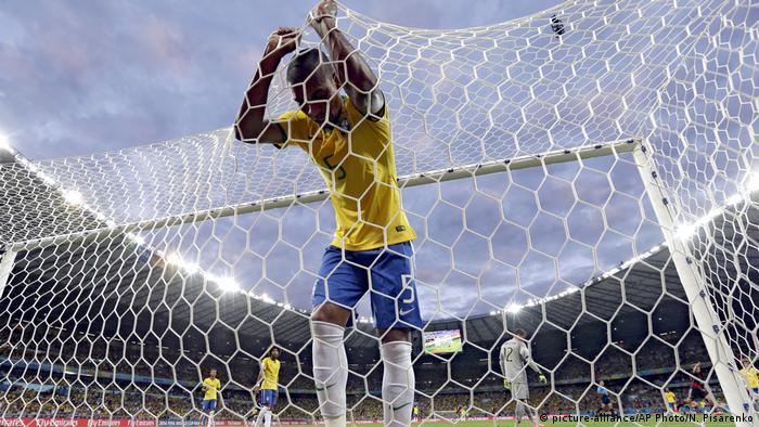 Brasilien Belo Horizonte Fußball WM Halbfinale Deutschland vs Brasilien (picture-alliance/AP Photo/N. Pisarenko)