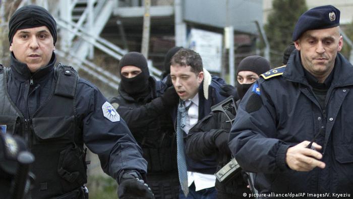 Kosova kaynıyor: Arnavutlar ve Sırplar arasında gerginlik