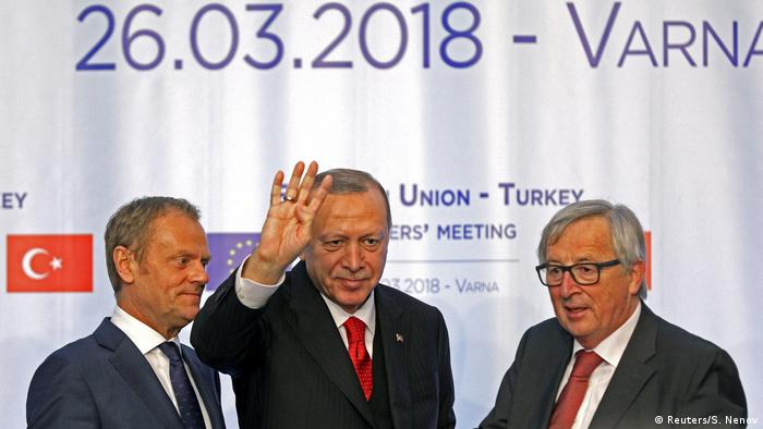 EU Council President Donald Tusk Turkish President Tayyip Erdogan und EU Commission President Jean Claude Juncker meet in Bulgaria