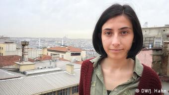 Foto mostra estudante de Literatura e Cinema Tilbe Akan, em Istambul