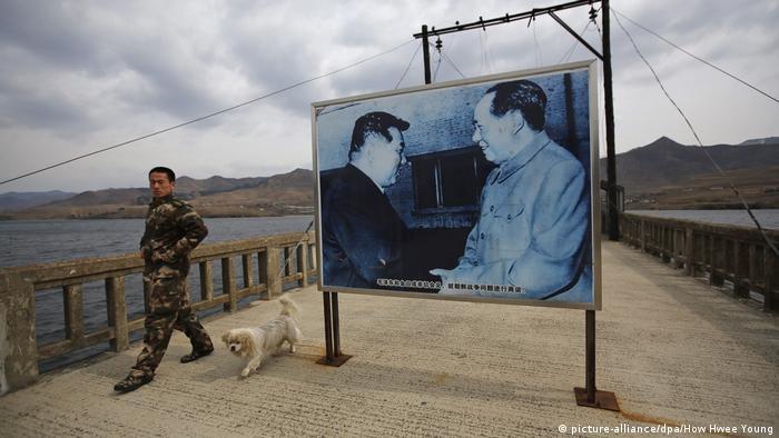 Soldado en la frontera entre Corea del Norte y China.