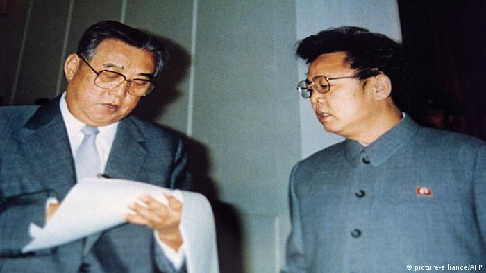 Kim Il Sung und Kim Jong Il (picture-alliance/AFP)