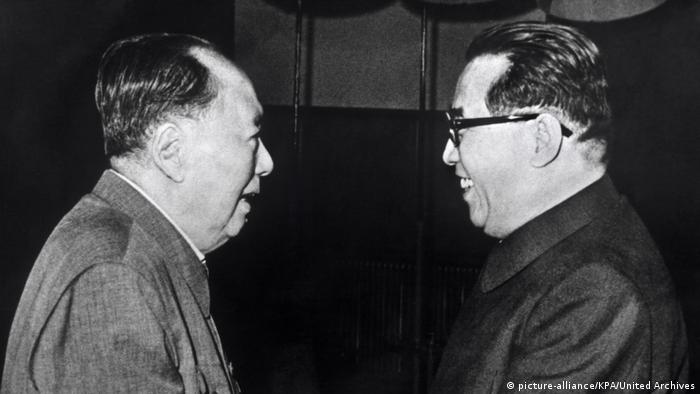Mao Tse-tung und Kim Il Sung (picture-alliance/KPA/United Archives)