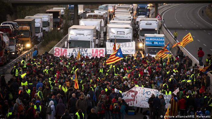 Protesters block traffic in Catalonia