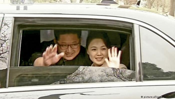 Ким Чен Ын со своей супругой Ли Соль Чжу
