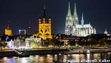 Deutschland - Kölner Rheinufer bei Nacht