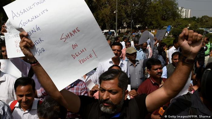 Indian journalists proest against an alleged assault of two female reporters