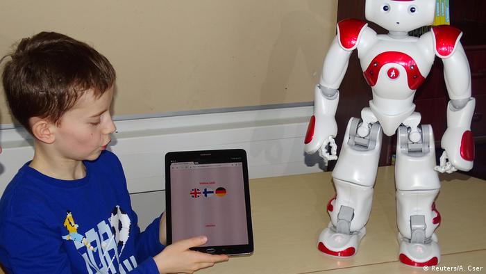 Finnland Einsatz von Roboter im Schulunterricht (Reuters/A. Cser)