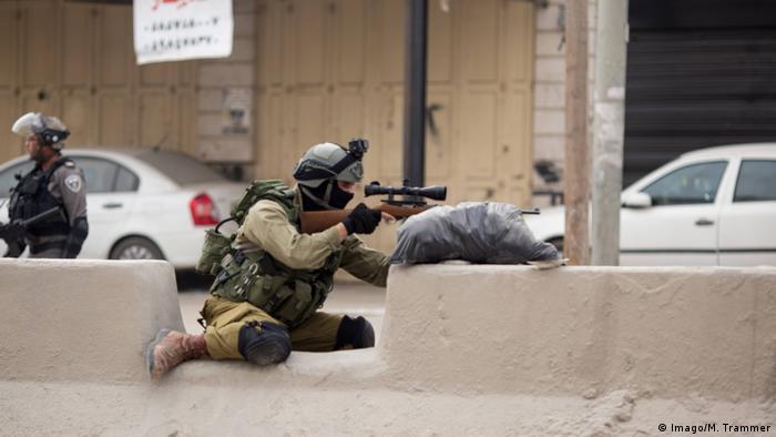 Ausschreitungen am Checkpoint Qualandia zwischen Jerusalem und Ramallah Scharfschütze