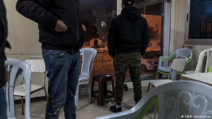 Men standing in a cafe in Tunis (DW/B. Gerdziunas)
