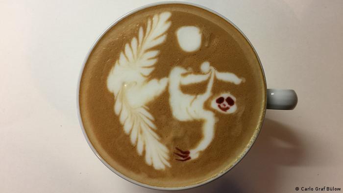 Ленивец - рисунок на кофе